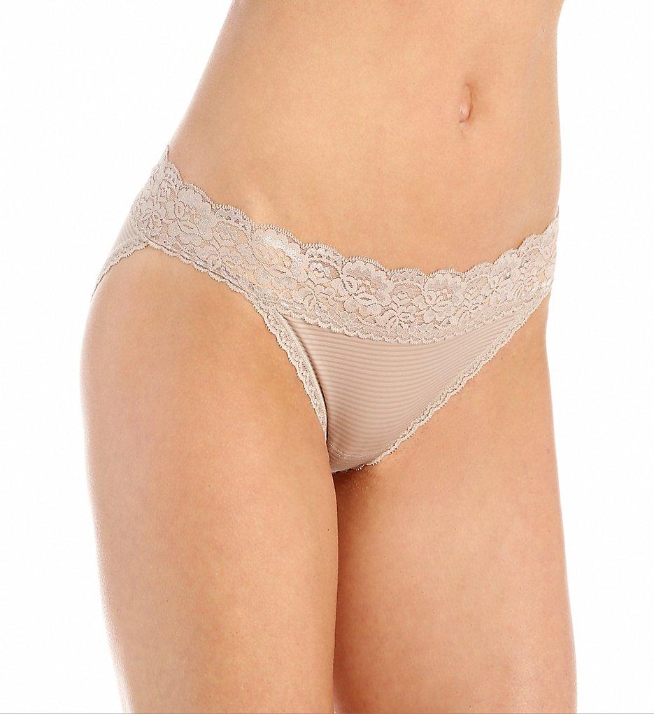 Vanity Fair >> Vanity Fair 18280 Flattering Lace Ultimate Comfort Bikini Panty (Toasted Coconut 5)