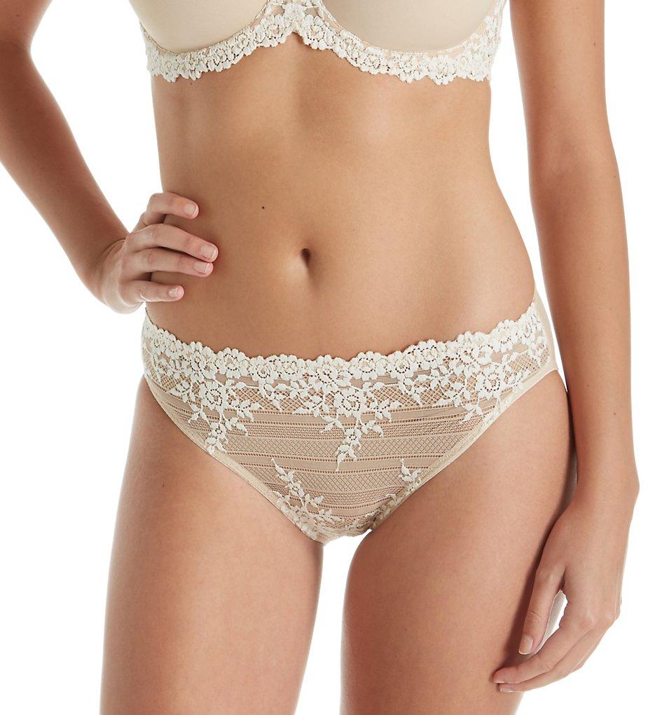 Wacoal - Wacoal 64391 Embrace Lace Bikini Panties (Sand S)